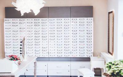 Soczewki kontaktowe vs okulary